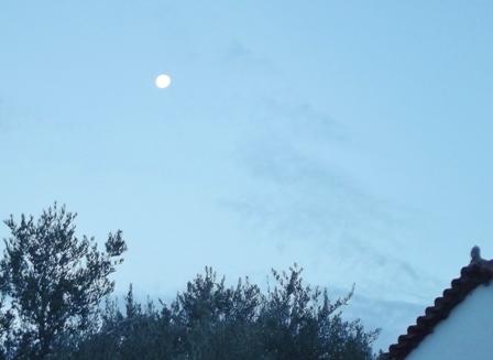 moon at Sunrise Gargarou Retreat November 2013